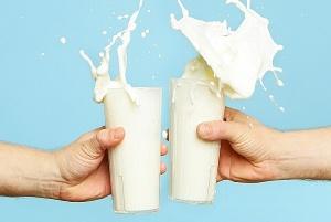 Glasses of fresh cow milk